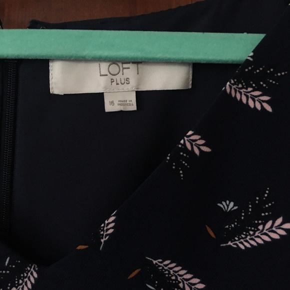 LOFT Dresses & Skirts - LOFT PLUS LEAFED V-NECK FLARE DRESS size 16